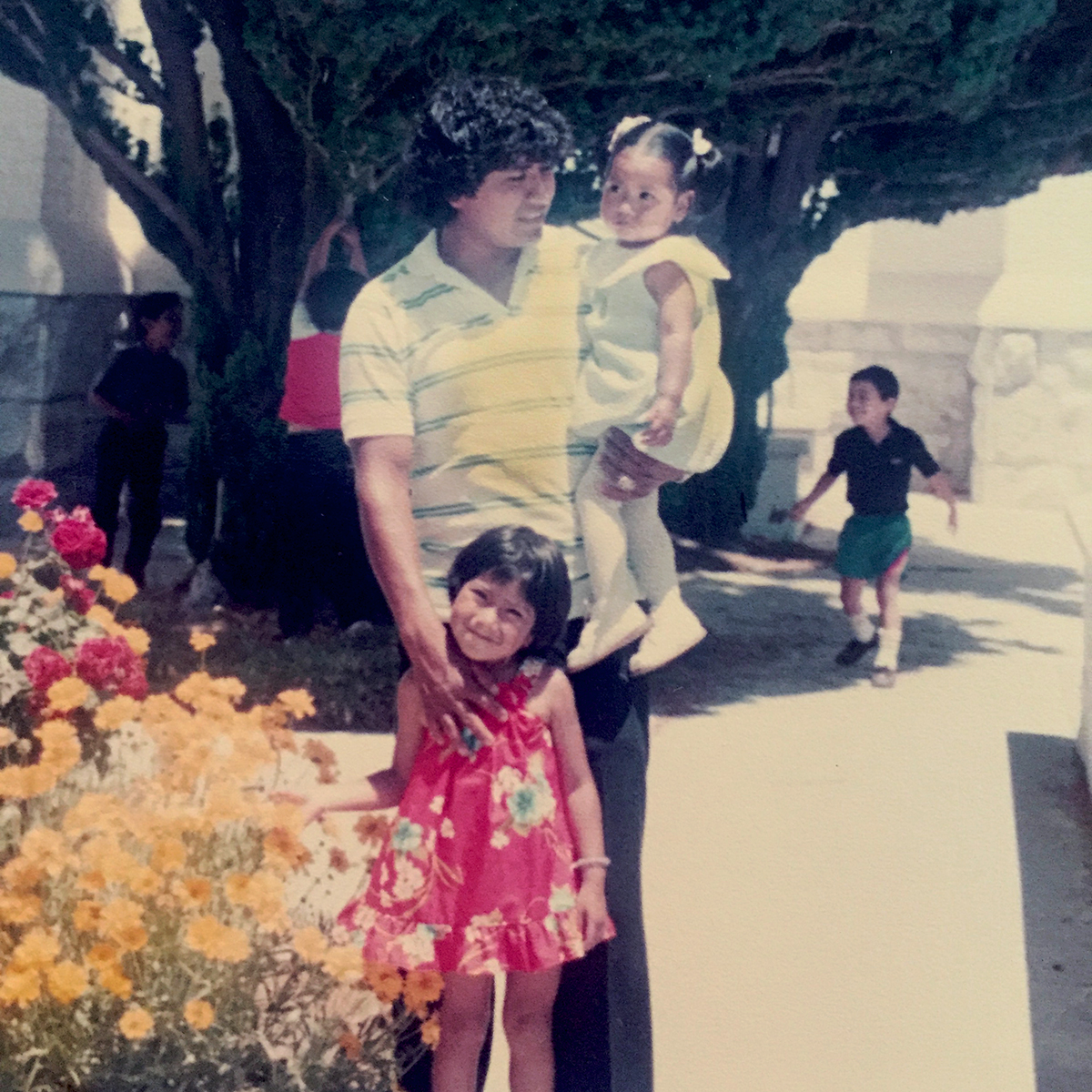 Arlene Mendoza with her father and sister as a child.